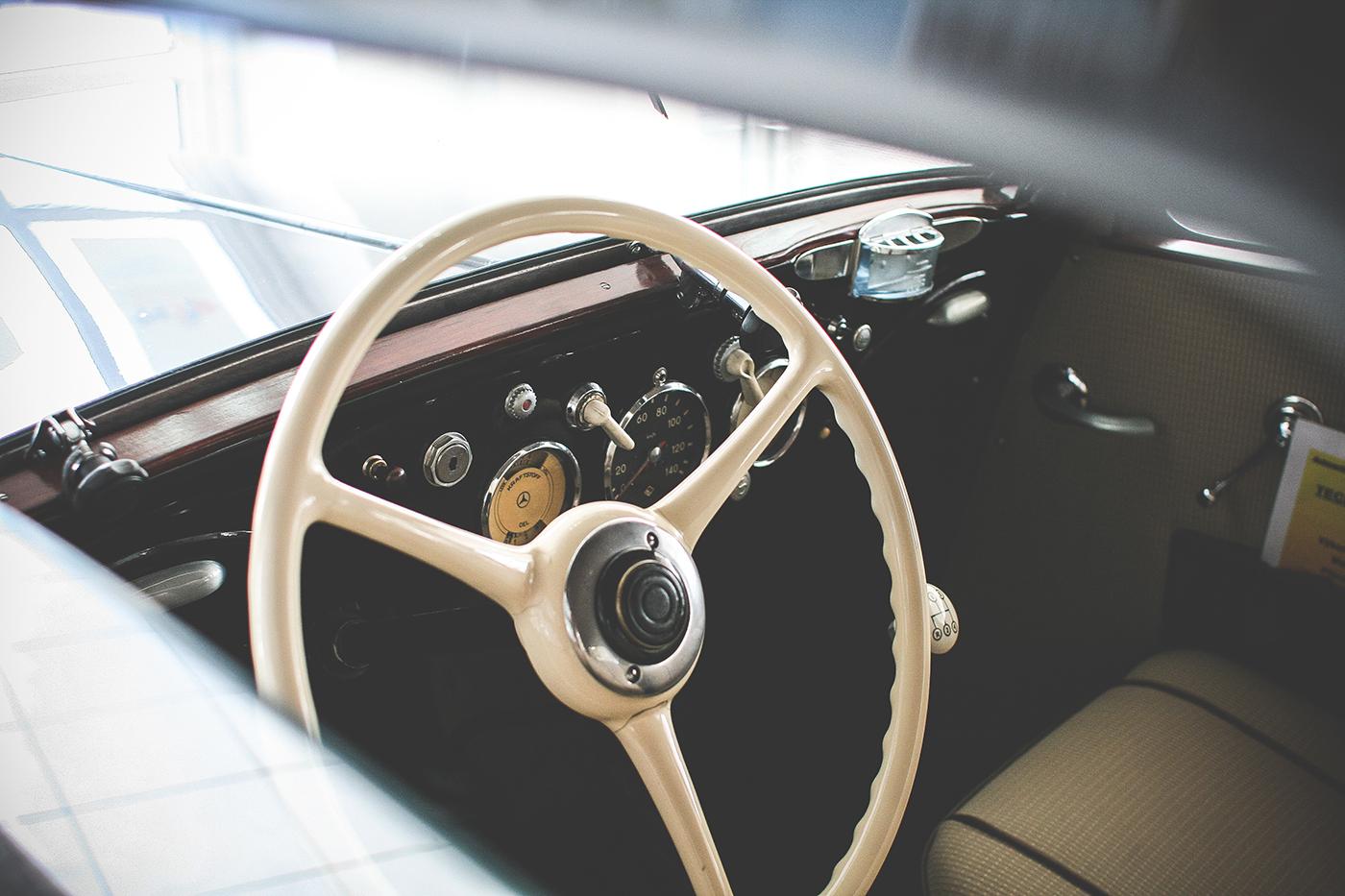http://autobedrijfsmits.nl/wp-content/uploads/2016/12/oldtimer-car-steering-wheel-picjumbo-com.jpg