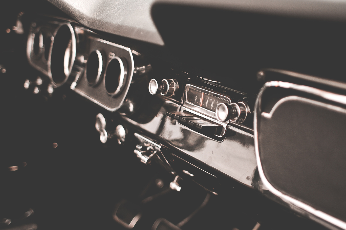 http://autobedrijfsmits.nl/wp-content/uploads/2016/12/retro-dashboard-in-veteran-car-picjumbo-com.jpg